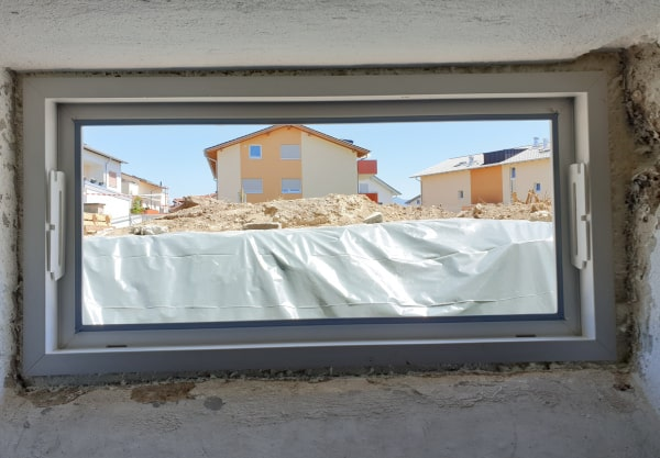 Kellerfenster einbauen Schaum abschneiden
