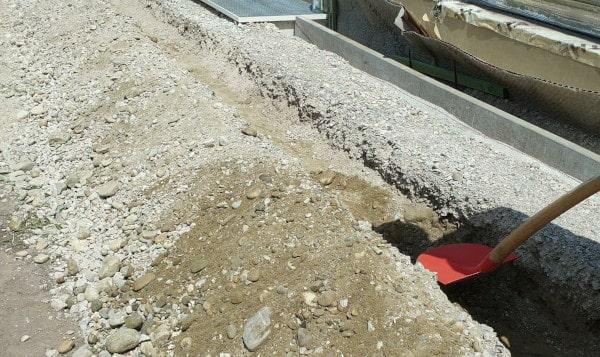 Randsteine setzten Untergrund vorbereiten